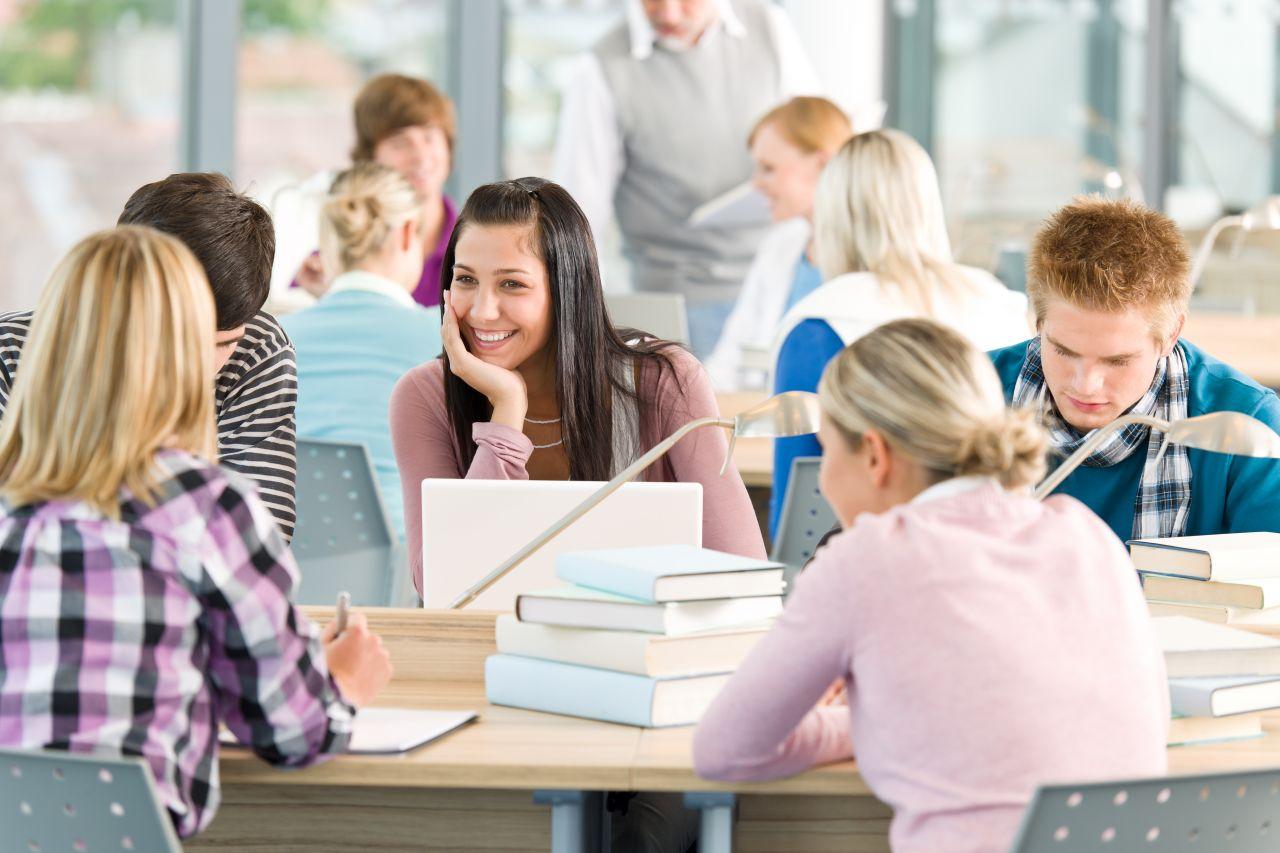 Studenti bakalářského studia v Anglii